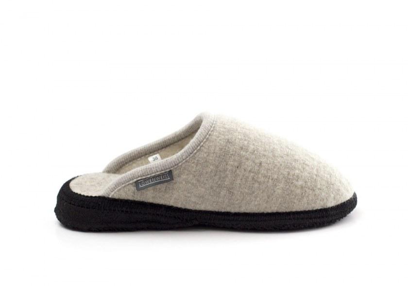 Felt and latex-soled slippers that do not mark flooring